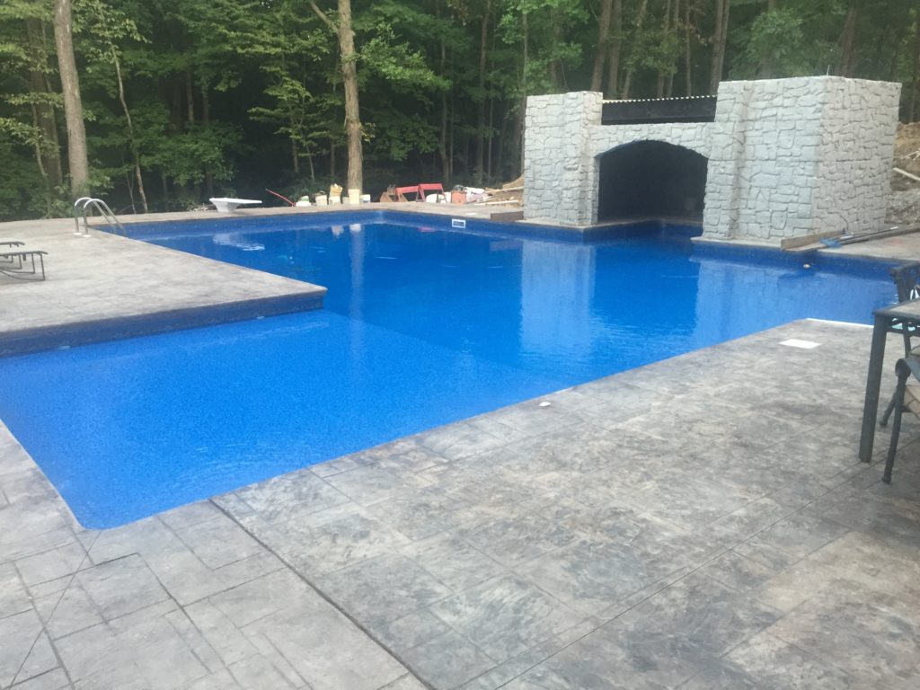 l-shaped-swimming-pool-with-tanning-ledge