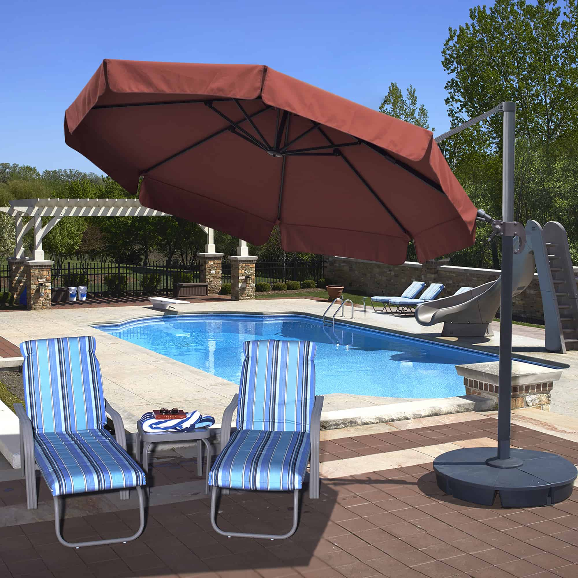 Patio Freeport Com: Freeport 11-ft Octagonal Cantilever Patio Umbrella With